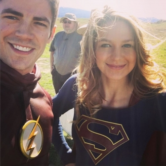 Foto de Flash y Supergirl